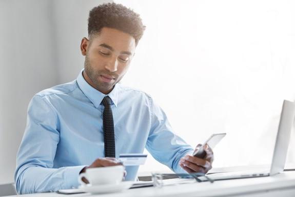 O que fazer quando o devedor não atende ao telefone (mas negocia via WhatsApp)?