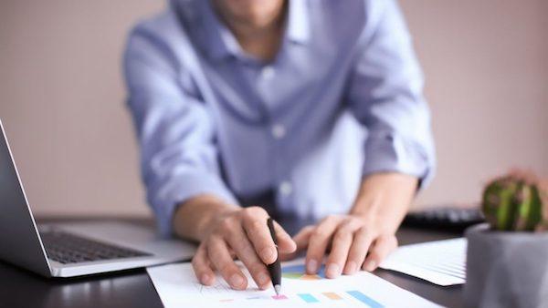 Como ensinar o pequeno empreendedor a cobrar seus clientes inadimplentes?