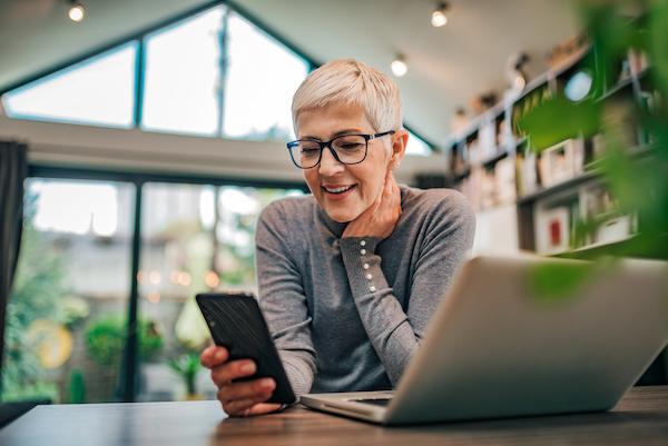 Terceira Idade: Como a covid (e o WhatsApp) agilizaram a digitalização do atendimento?