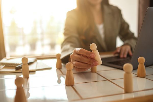 Leads B2B: Como identificar (e chegar) aos tomadores de decisão em uma empresa?